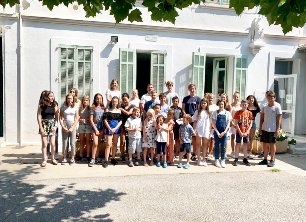 A photo of French summer school with students of a French summer program