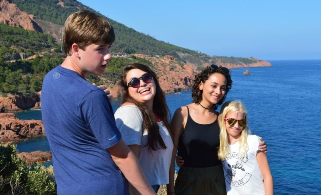 Exploring la Corniche d'Or with friends studying French on the Riviera