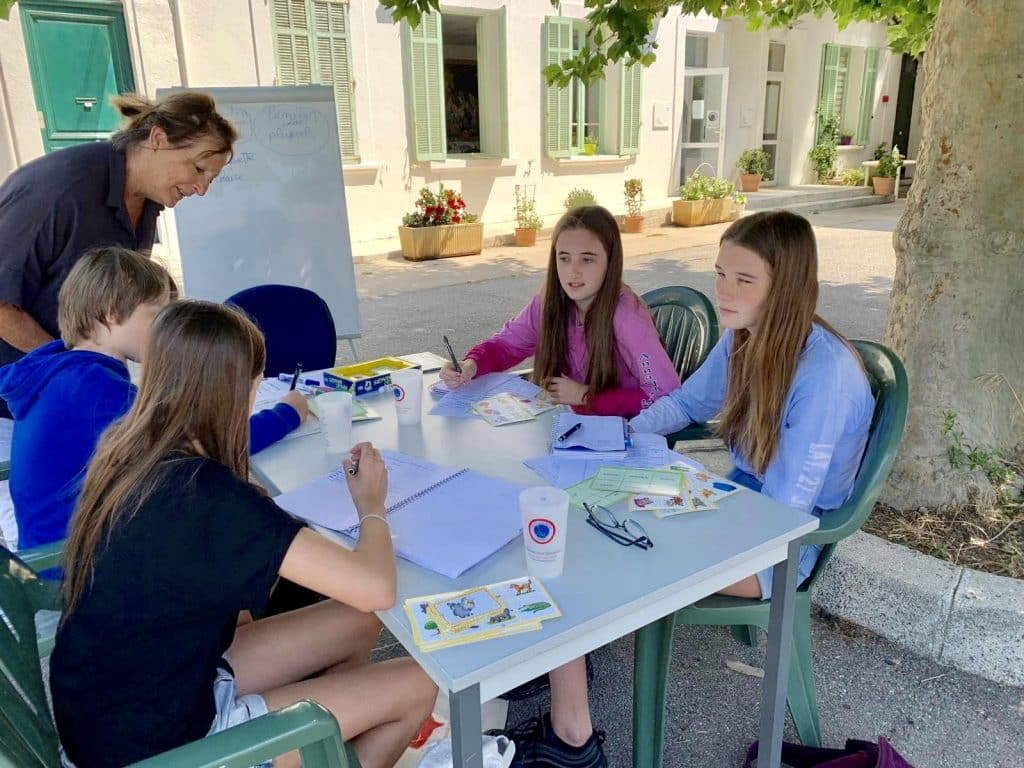 Teenager French summer classes session in Cannes in an enjoyable school setting in a cosy, homy and quiet environment